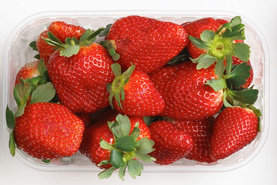 Coop-årets-første-jordbær-hunsballe